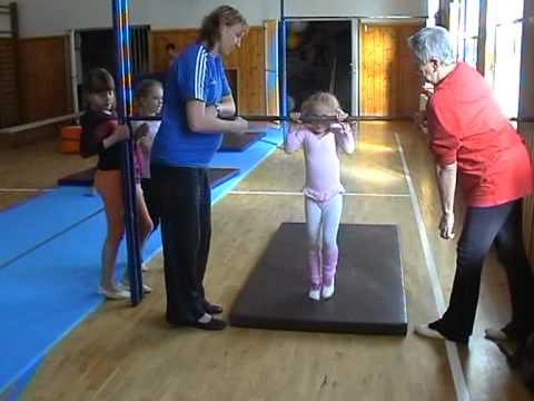malé gymnastky  2.část.mpg