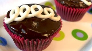 Vegan Recipe: Close-tess Cream-filled Cupcakes