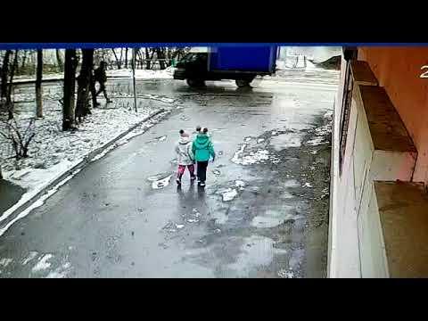 Машина на полном ходу сбила ребенка в Пушкино