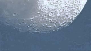 Zoom sur la Lune à 380 000 km d