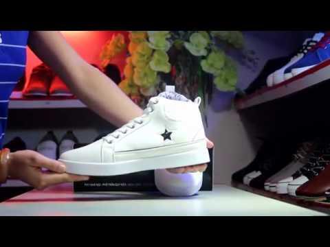 Mẫu sản phẩm giày màu trắng GT475