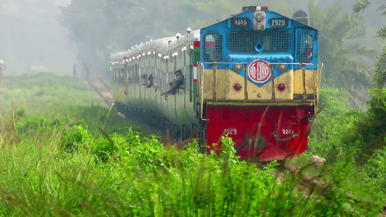 High speedy Train NON Stop King SubornO express || Dhaka CTG best Train Service