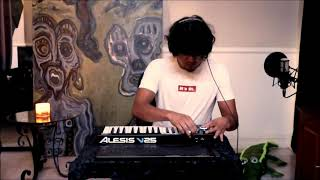 MORE ELECTRONIC MUSIC With Alesis V25 (live)