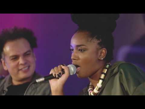 IZA arrebentando com a  música de CeeLo Green no Estúdio Mix Rock In Rio