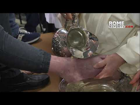 Pope Francis washes feet of 12 prisoners in a jail