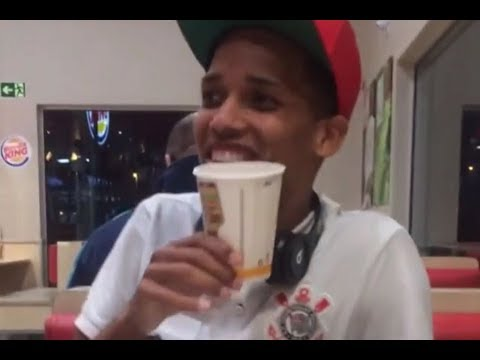 Pedrinho comemora primeiro gol no fast food