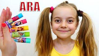 Ulya cantando a Canção das Cores e o Ulya finge brincar de pegar seu Lipstick أغاني القوافي وأغاني ا