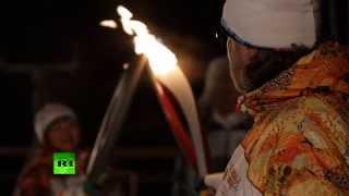 Олимпийский огонь впервые осветил полярную ночь(Российский атомный ледокол «50 лет победы» впервые в истории доставил олимпийский огонь на Северный полюс...., 2013-10-25T15:31:50.000Z)