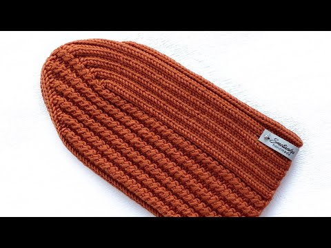 Весенняя шапка резинкой 2/2 с диагональной макушкой