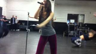 "Victoria Justice dances to ""Beggin"