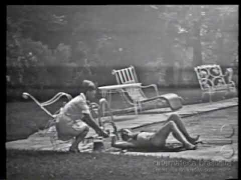 MULHERES DE AREIA 1973 RAQUEL NA PISCINA