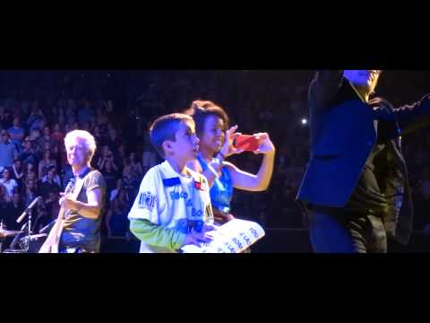 U2 - Angel Of Harlem Live ( Bono gives glasses to boy) Los Angeles, CA 5/31/15
