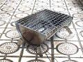 ミニサイズのバーベキューコンロで焼く炭火焼きは美味しい。stove
