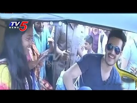 Hero Akhil Drives Auto For Donations | Khammam District | TV5 News