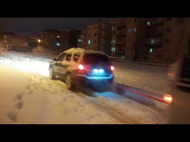 Subaru Forester XT ile otobüs çekmek, Subaru Pulling Bus out of snow/  recovery tool