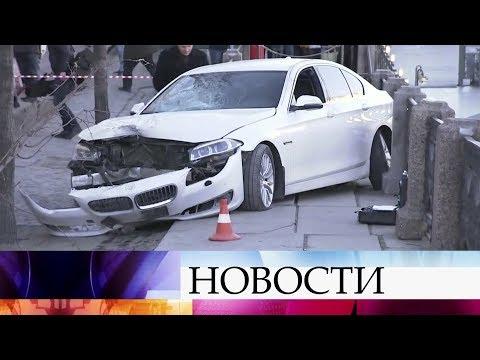 В соцсетях появились кадры страшной аварии в центре Санкт-Петербурга.