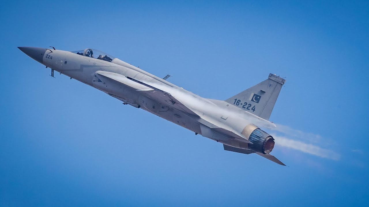 Pakistan's JF-17 Thunder wows audience with dazzling aerial stunts