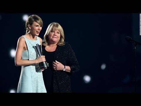 Taylor Swift reveals mother's brain tumor diagnosis - CNN