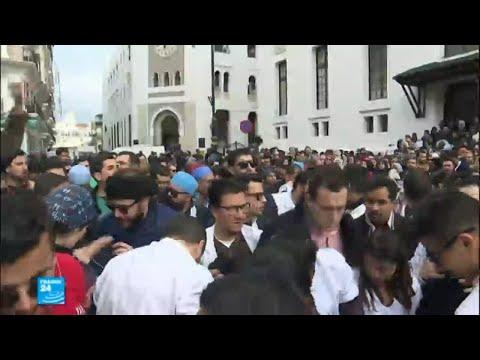 يا للعار وزارة بدون قرار..هتافات الأطباء المضربين في الجزائر  - 12:23-2018 / 2 / 13