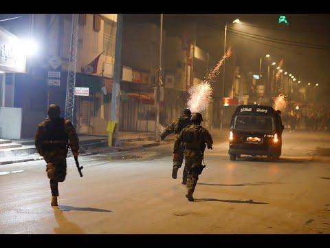 تونس.. الشباب الغاضب ينتفض من جديد مطالباً بتحقيق أهداف الثورة  - نشر قبل 10 ساعة
