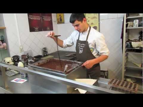 Museum of Cocoa and Chocolate (Musee du Cacao et du Chocolat) - how to make Belgian Pralines