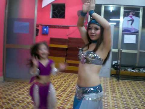 Hong Hanh belly dancing
