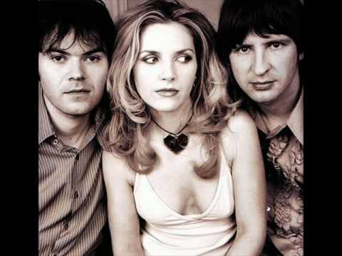 Marc Almond & Sarah Cracknell (Saint Etienne) -  I Close My Eyes And Count To Ten
