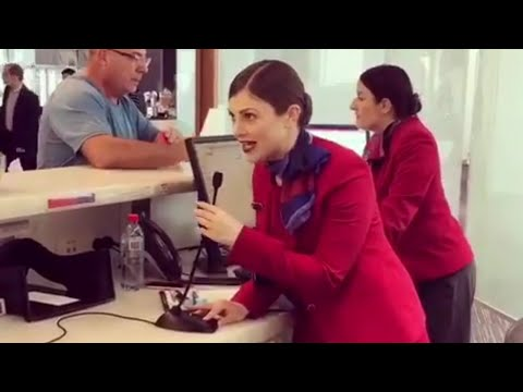 Airport staffer serenades passengers with Christmas carols