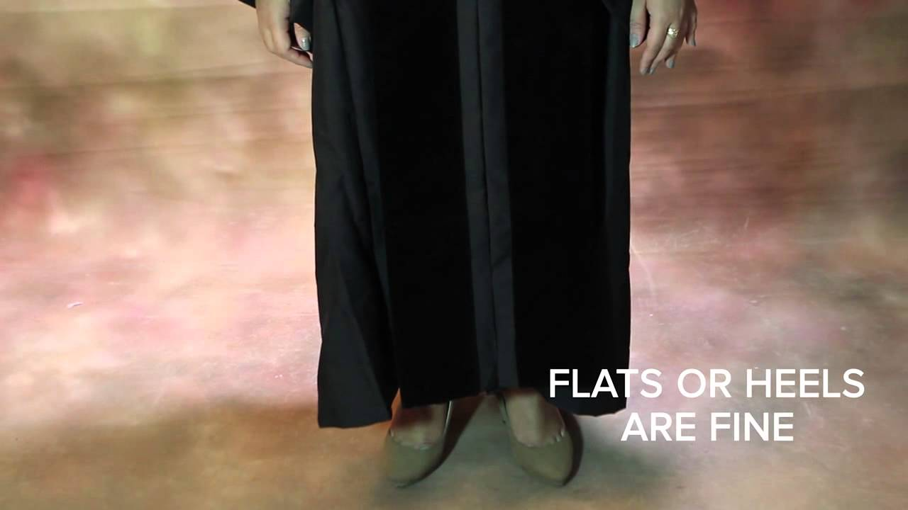 EASY GUIDE TO WEARING YOUR DOCTORAL TAM GOWN AND HOOD - YouTube