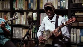Watch Taj Mahal Diving Duck Blues video