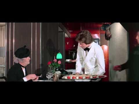 Louis de Funès: L'Aile ou la cuisse (1976) - Mon eau minérale!