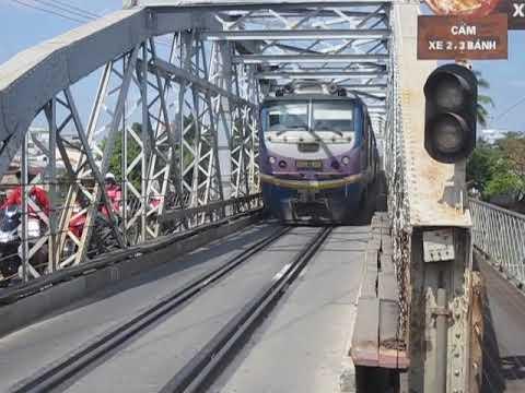 [26/1/2011] D19E-955 kéo TN7 qua cầu Đồng Nai nhỏ