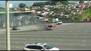 Vehículo se incendia en Peaje de Escazú de la Ruta 27