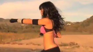 Крутая девчонка, танец и приемы единоборства(Классная девчонка под классную музыку здорово двигается, очень похоже на какой то вид единоборств, ну и..., 2013-03-25T20:31:26.000Z)