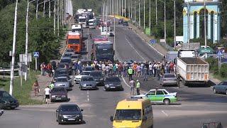Стихийный митинг в Рыбнице: люди протестуют на мосту «Рыбница-Резина»