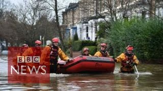 UK Floods: Rescue boats in action in York (360 video) - BBC News