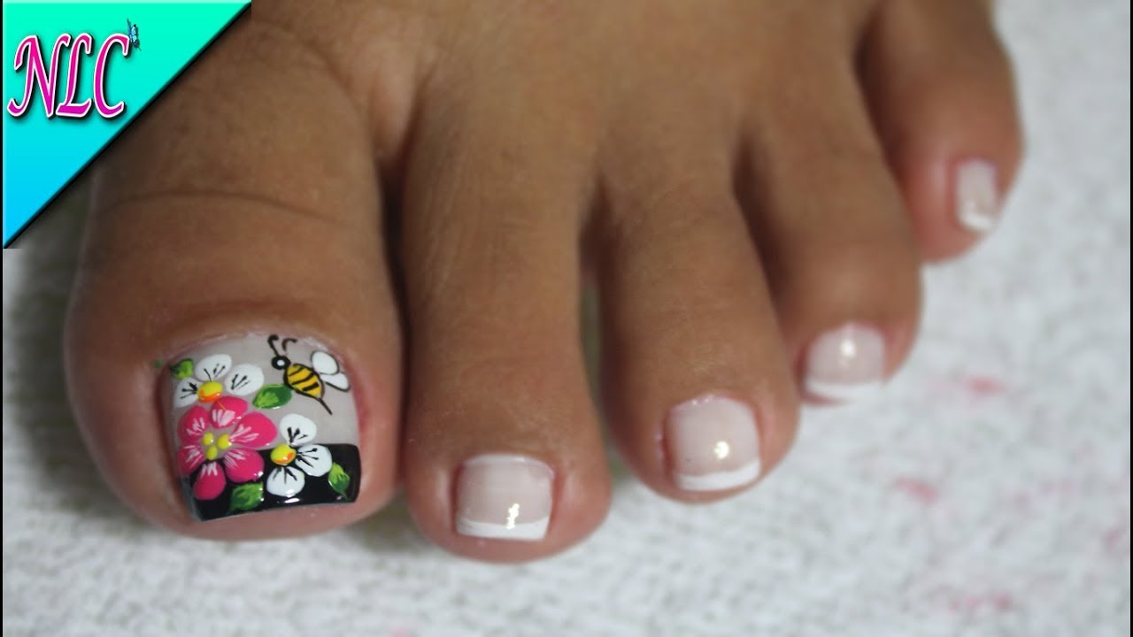 Decoración De Uñas Para Pies Flores Y Abejita Flowers Nail Art