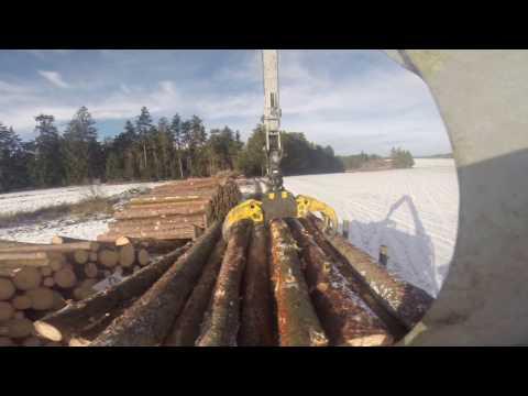 Lohnarbeiten Wais - Holzbringung mit Valtra N111 + Kesla Rückeanhänger