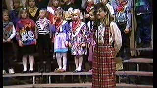 1991-11-18 Holley's 3rd grade Olmsted music concert (clip 3 of 3)