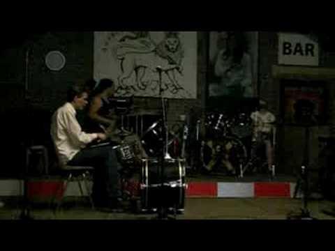 eerste drumbeatje met basgitaar
