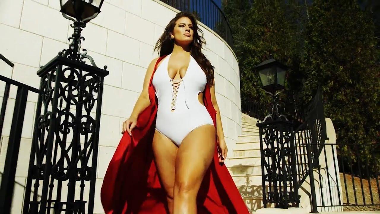 1af7ef06aa356 Brooke Shields : 52 ans et sublime en bikini, au côté d'Ashley Graham -  Purepeople