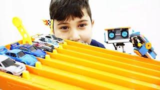 Hot Wheels Oyuncak Arabalar   Keremin Seçtikleri   12. Bölüm Duvara Çarp