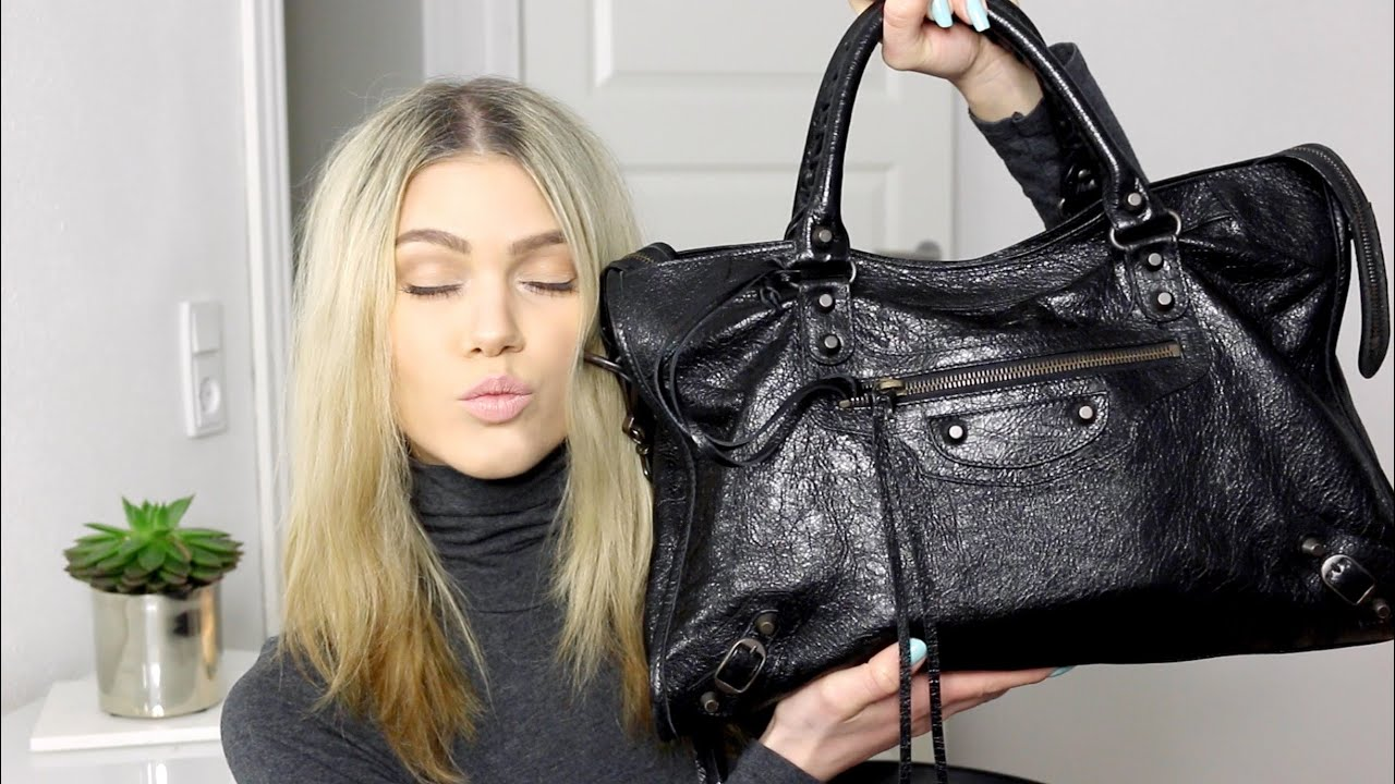 How to balenciaga a wear bag