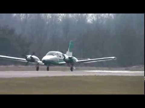 Piper PA-34-220T Seneca III powerful take-off @ Zwartberg