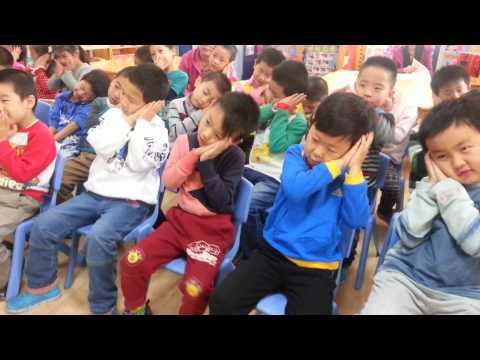 genki-english-good-morning-song-demonstration-with-big-class-2