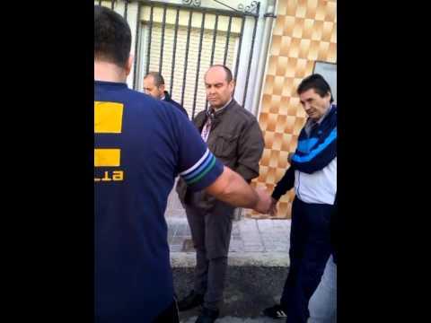 Manuel Fernández Palomino escuchando las peticiones de los vecinos.