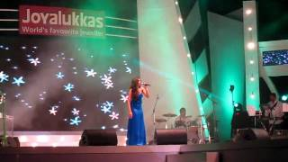 "Shreya Ghoshal Performing ""Agar Tum Mil Jao"" at Joy Alukkas Expressions, Kochi"