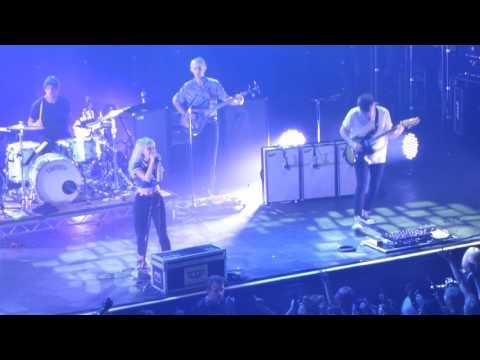 Paramore Brick by Boring Brick - Live 013 Tilburg 2017