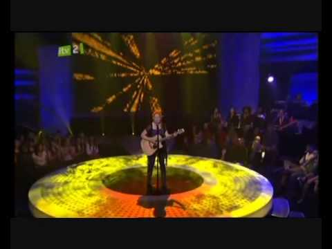 CRYSTAL BOWERSOX - A STAR PERFORMANCE ON  AMERICAN IDOL S9  -  CREEDENCE CLEARWATER