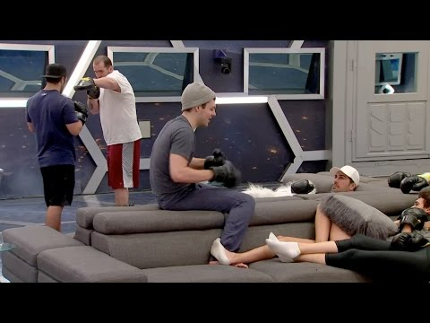Day 32 - 04/11 - Will plays footsie with Kev as he tells the HGs the story of LofR (2 of 2)